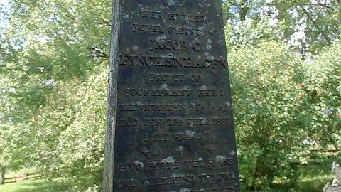 Jacob Christian Finckenhagen var prest i Nes fra 1800?1837, og mange hevder de har sett han gå igjen ved ruinene.
