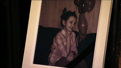 14. november 2011 ble Monika Sviglinskaja (8) funnet død av moren sin i en sokkelleilighet på Steinsland i Sund kommune på Sotra i Hordaland.