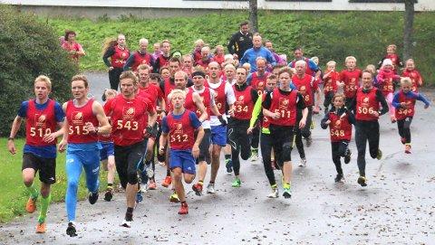 Her setter Lasse Blom (nummer 543) ny rekord i Brønnøysund Criterium tidligere i høst. I helga senket han rekorden i Salhus Rundt.  Foto: Thore-Erik Thoresen