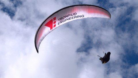 Anders Beyer Brattli stortrives når han kan seile ut i det fri i mange timer med paraglider. Nå venter nye utfordringer når VM starter i Colombia 10. januar.