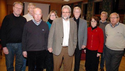 Alvorlige miner: Sykehusutvalget i Kristiansund kommune var i går kveld samlet for å diskutere gårsdagens utvikling. Fra venstre: Steinar Berge (Frp), Bjarne Elde (Ap), Anton Monge (H), Nora Korsnes Wårle (Ap), Per Kristian Øyen (Ap), Dagfinn Ripnes (H), Maritta Ohrstrand (Sp), Harald Stokke (Ap) og Gerhard Sæther (H).
