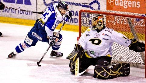 Magnus Selvaag og Sparta vant 0-3 over Antti Ore og Stavanger i den fjerde NM-finalen i Siddishallen torsdag. Dermed kan Sparta avgjøre norgesmesterskapet hjemme i Sparta Amfi lørdag.