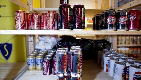 NYTT   Drikkevarer er blant nyhetene. Importerte Coca-Cola-produkter er blant bestselgerne.
