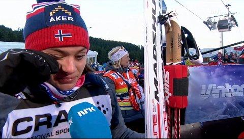 FØLELSESLADET: Heidi Weng var så glad på Marit Bjørgens vegne at hun gråt av glede i intervjuet med NRK. 23-åringen fra Enebakk klarte ikke holde unna for Therese Johaug i kampen om andreplassen, men var på ingen måte skuffet av den grunn. Foto: NRK