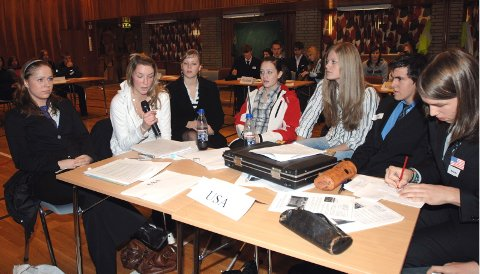 USA: Anne Marte Paulsen, Lotte Bredesen, Kine Ingulfvann, Maja Einrem, Therese Stien, Bertil Osheim og Marius Hansen deltar på vegne av USA.