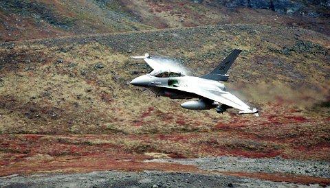 Forsvarets jagerfly slapp torsdag den siste bombelasten i Hjerkinn skytefelt på Dovre. (Arkivfoto: ANB)
