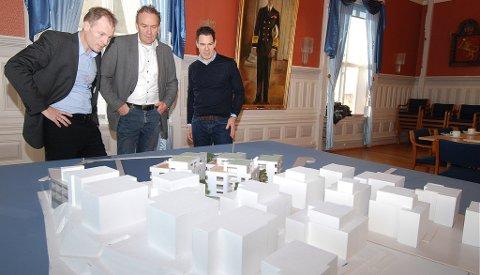 Styret i Solsiden 1 AS: Konserndirektør i Backe Gruppen Eirik Gjelsvik og daglig leder i Backe Prosjekt, Bjørn Tore Hagness samt Arne Lindstøl. Øyvind Sløetten var ikke tilstede under møtet i Risør tirsdag formiddag.