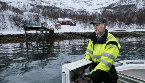 Alene. Hytta til Geir Pedersen er omkranset av bratte og glatte svaberg, med sjøen foran. Vil man til Purkvika, må man i båt.