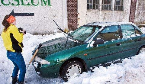 Berit Bye spar frem sin bil tirsdag ettermiddag (09.02.10).