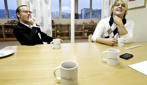 MUNTERT   Stemninga på møterommet er munter, men med en gang vi begynner å snakke business blir Jørgen Brynildsen og Rolf Eyvind Wenstad fokuserte.