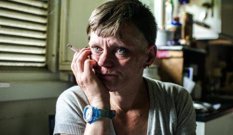 TØFFE DAGER: Boforholdene er en psykisk påkjenning for Nina Sand-Engh.