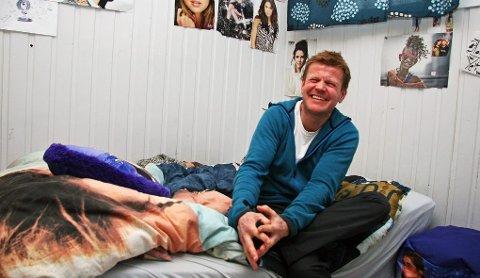 BIEBER OG BJØRN: For tre år siden ble Bjørn Gunnar Jensen (45) fosterpappa for første gang. I dag har han en fosterdatter på 13 og en sønn på 17. ? Jeg har ikke angret et eneste sekund på valget. Jeg kommer aldri til å gi dem opp, sier Bjørn som også er ansatt i den ideelle stiftelsen Fyrlykta som tilbyr individualpedagogiske tiltak innen forebyggende barnevern, fosterhjem og ettervern.