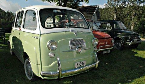 DROSJE: Denne lysegrønne Fiaten har gått som drosje i Roma. Den er så velbrukt at det er slitt hull i gasspedalen. Bilen eies nå av Fiat-forhandleren i Sandvika.