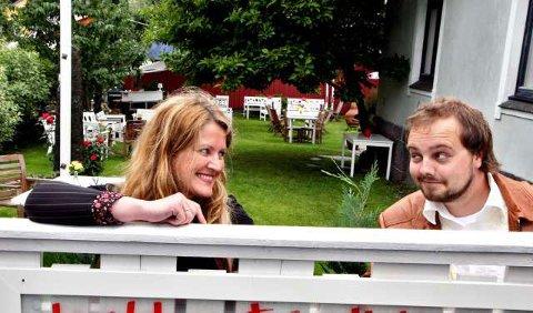 Klar for hagekonsert: Eva Heum og Tommy Olsen var de første gjestene på elleVilla i fjor sommer. På torsdag spiller de sin eneste åpne konsert i år i bakgårdshagen