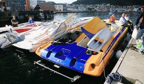 Lennart Vetås er eieren av denne båten, som har en hastighet på 200 kilometer i timen. Prislappen? Cirka 4 millioner kroner.