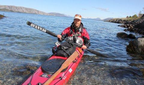 LANGTUR: Erik B. Jørgensen fra Danmark padler Skandinavia rundt og helga 14-15. mai var han innom Sandnessjøen.   (Foto: Jarl G. Sandholm)