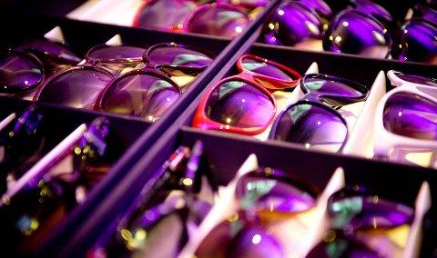 Ifølge kommunikasjonssjef Arild Kjærnli i Specsavers kjøper man  flere par med solbriller. Man velger ulike briller til ulike antrekk og aktiviteter.