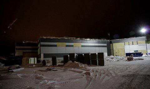 ÅPNER I JUNI: Byggingen av Kirkenes handelspark pågår for fullt. I juni åpnes dørene til Øst-Finnmarks største handelssentrum.