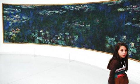 Monets uforglemmelige vannliljer i de ovale salene i Musée d'Orsay.