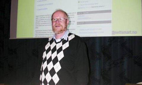 - BRUK NETTVETT: Pensjonert politietterforsker, Ola Øyvind Hoel, holdt i går foredrag om forsvarlig nettbruk for foreldre i Skien fritidspark.