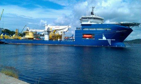 MS «North Sea Giant»  ligger på Singlefjorden og skal tas inn Ringdalsfjorden fra onsdag formiddag. Foto: Privat