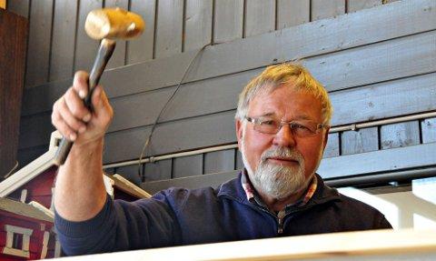 Auksjonarius: Birger Lunde har solgt hundrevis av biler på auksjon.