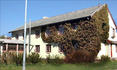 Det tidligere barnehjemmet i Kristiansund lå i huset hvor Tollåsenga Produkter holder til i dag. Flere tidligere barnehjemsbarn har fortalt rystende historier om misbruk og omsorgssvikt.