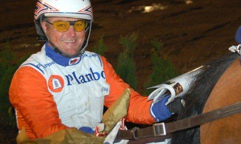 INNFRIDDE: Per Oleg Midtfjeld hadde fått tilliten den svenske stortreneren Åke Svanstedt til å kuske favoritten Classic Tile i varmblods-NM ? og vant. Dermed vant Midtfjeld NM for femte gang.  Arkivfoto