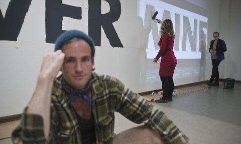 UTSTILLING: Her gjøres det klart til utstilling på Kurant. Foto: Elias Björn