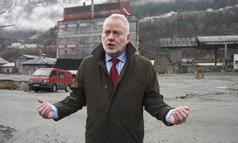 SNU anker vedtaket om fredning som riksantikvar Jørn Holme har gjort for Odda Smelteverk. Ovn 3 ( i bakgrunnen i bildet, er et av de fredede byggene som SNU eier).