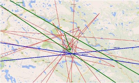 Kartet over viser et utvalg av de mest presise visuelle observasjonene (røde streker), samt peiling fra et kamera i Breim (grønt) og peilinger fra NORSARs infralyd-array NORES på Løten og seismiske stasjoner (blått). Den gråskraverte ellipsen markerer området der eventuelle meteoritter mest sannsynlig har falt. (Grafikk: Norsk meteornettverk, kart: Google Maps)