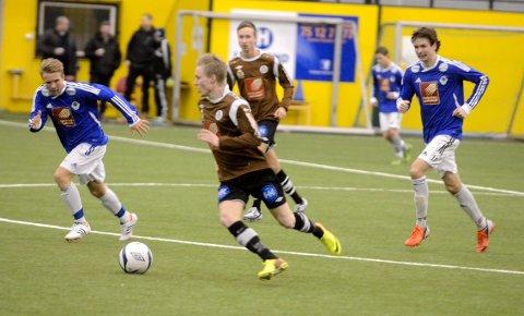 Niklas Bakksjø og Mo IL var klart bedre enn Mosjøen IL over to omganger. Foto: Trond Isaksen