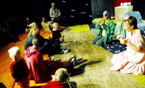 Lek og læring: Forestillingen Dæ-Dæææ på Galeiscenen fasinerte de små publikummere.