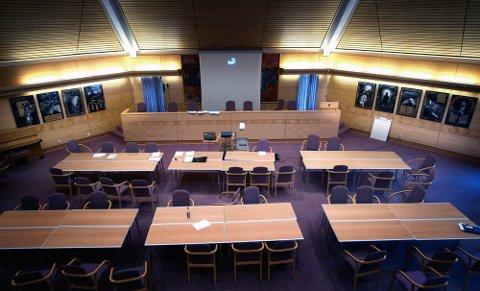 ÅPENT MØTE: Bystyresalen i Sarpsborg rådhus ble brukt til møtet der uttalelsene om Utøya-terroren kom. (Foto: Jarl M. Andersen)