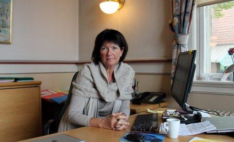 Kommunalsjef Inger Lysa har vært med å lansere forslag som kan føre til at kommunalt ansatte heretter ikke får et eneste glass øl eller vin på arbeidsgivers regning. Det kan bli mer tørrlagt enn før på kommunens julebord.