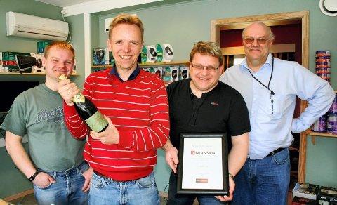 BEST: Øyvind Stenshagen (t.v.), Vidar Kindsbekken, Tormod Sagen og Jannik Bloch Rasmussen kan smykke seg med tittelen beste EDB-forhandler 2009.FOTO: VIDAR NYGÅRDSETER