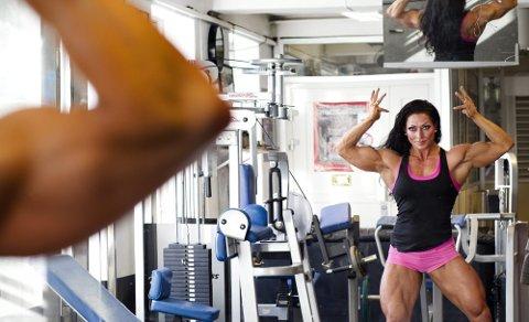 VILJE AV STÅL   Forrige helg fikk Marthe Sundby comebacket hun har ventet på i mange år: Hun tok gull i nordisk mester- skap i bodybuilding.