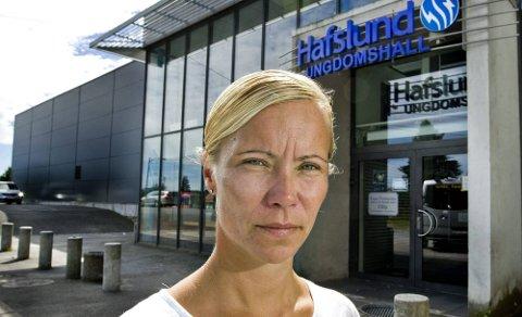 KRISE: Daglig leder i IHK Sparta Sarpsborg beskriver det som krise at det ikke blir lagt is i Ungdomshallen, og hun skjønner ikke hvorfor. (Foto: Johnny Helgesen)