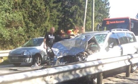En stasjonsvogn kolliderte med en buss i Steinestøveien. Bussen på bildet skal ikke ha vært involvert i ulykken.