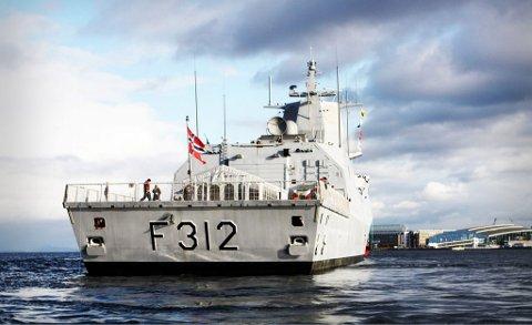 KNM «Thor Heyerdahl» er nå i norske farvann. Båten, som er adoptert av Larvik, er identisk med fregatten «Otto Sverdrup» på bildet.