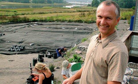 Dagfinn Skre har ledet utgravingene på Kaupang i Larvik