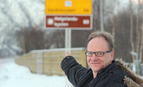 HÅPER PÅ FYLKESVEI: Sigmund Bårdvik håper på fortsatt fylkesveistatus for dagens vei langs Vefsnrfjorden også etter at Toventunnelen er åpnet. Det gir større sjanse for at veien holdes åpen og sikrer ferdsel for fastboende og hytteeiere, mener han. Bildet er tatt ved Kulstadsjøen.(Foto: Asbjørg Sande)