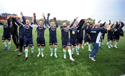KBK er i 1. divisjon og de har sprettet champagneflasken fra Uglan. Foto: Anders Tøsse