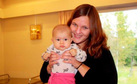Erle på 5 måneder er tredje søsken Sætre som er på babytrall med mamma Ingrid.