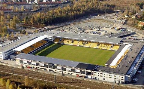 FOR SMÅTT: For fem år siden var dette ett av landets mest moderne stadionanlegg. I LSK innser man at Åråsen om kort tid er gått ut på dato. Snart kan planene om en større arena for eliteseriefotball i Lillestrøm ta form.  FOTO: GEIR EGIL SKOG