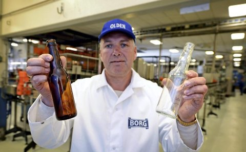 Fabrikksjef Morten Brostrøm hos Borg Bryggerier forteller at det ikke vil bli noen pant å hente for forbrukerne, men at flaskene skal kastes i igloene på miljøstasjonene.