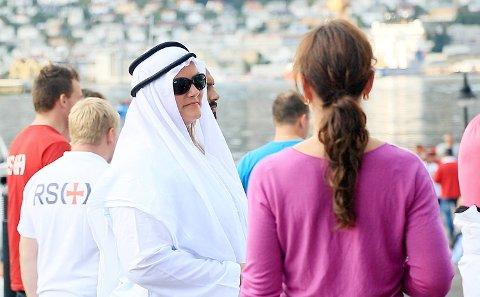 Noen av deltakerne hadde kledd seg ut som sjeiker.
