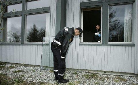 INNBRUDD I GUDS HUS: Mannen fjernet et vindu i Grønnåsen kirke og tok med seg en god del utstyr før han ble pågrepet. Foto: Torgrim Rath Olsen
