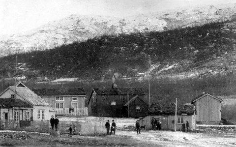 NARVIKGÅRDEN: På 1850-tallet da dette bildet ble tatt, var det tre bosetninger her. To av dem var i følge den offisielle folketellingen kvenske.
