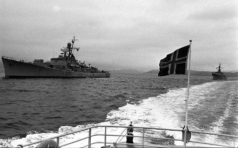 Her er fra ubåtjakten i Sognefjorden i 1972. Etter flere observasjoner om en fremmed ubåt ble flere marinefartøy satt inn i leteaksjonen som
